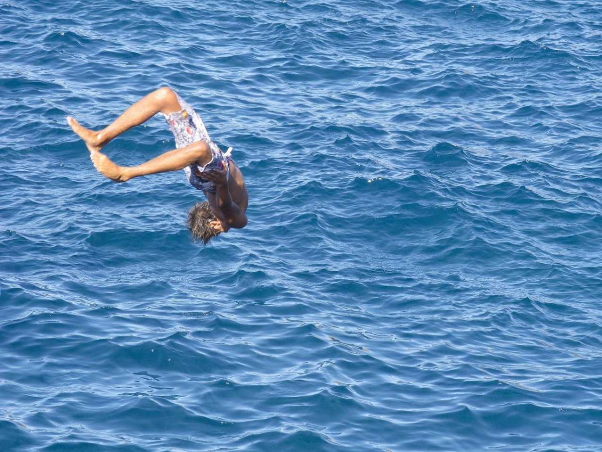 guy-jumping-into-water-in-madeira-1
