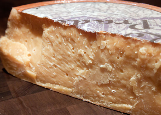 20110812-murrays-cheese-gouda-01