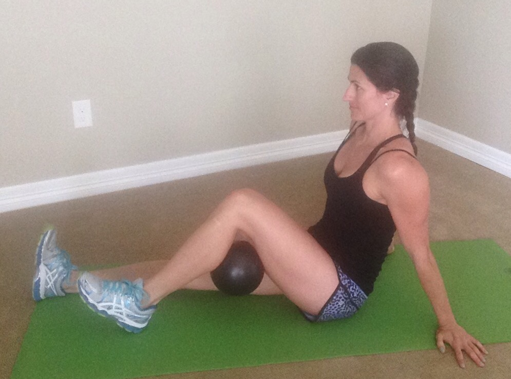 KneePain.Seated ball squeeze behind knee1