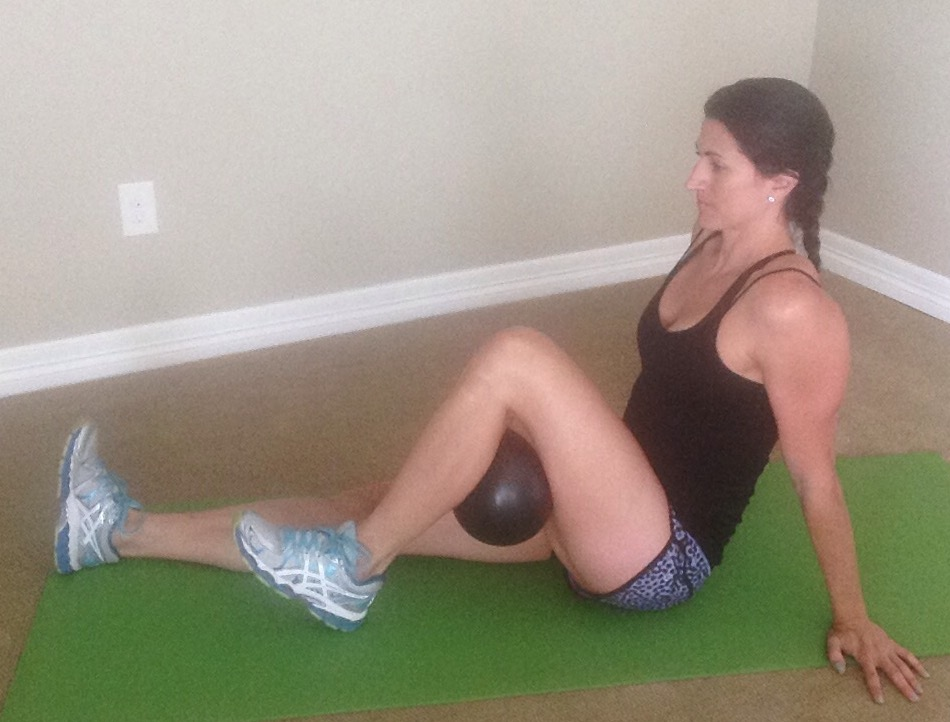 KneePain.Seated ball squeeze behind knee2