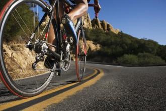 CyclistOnMoutainRoad