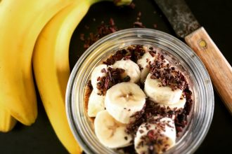 overnight oats with bananas and cocoa