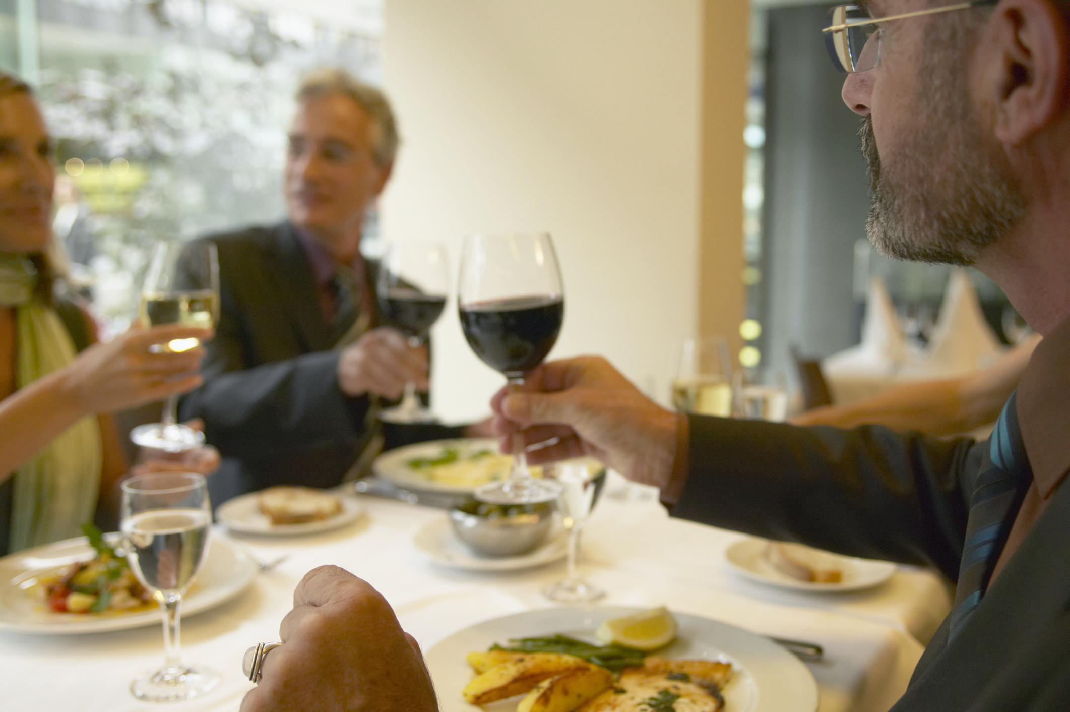 3 Secrets to Perfect, Guilt-Free Business Dinners